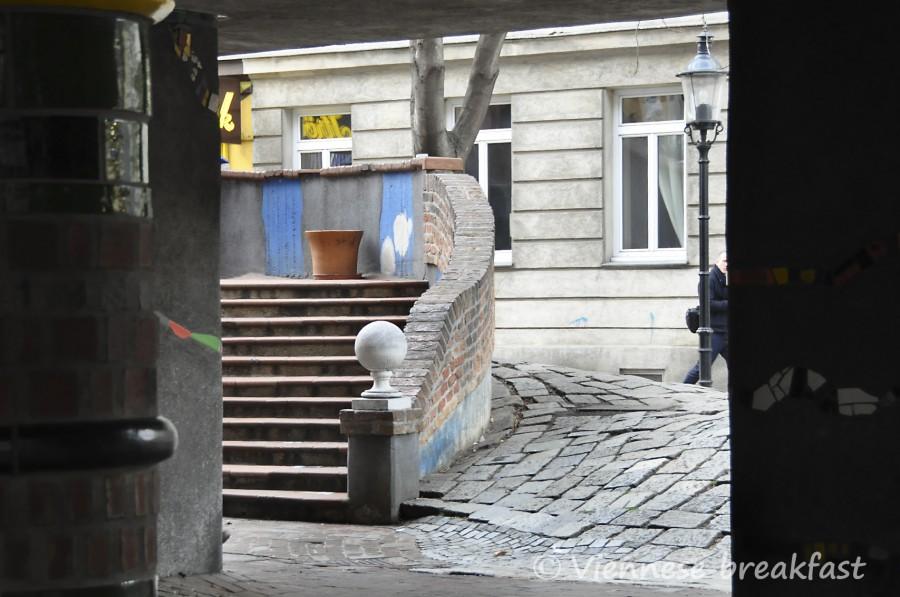 krzywy dom 24