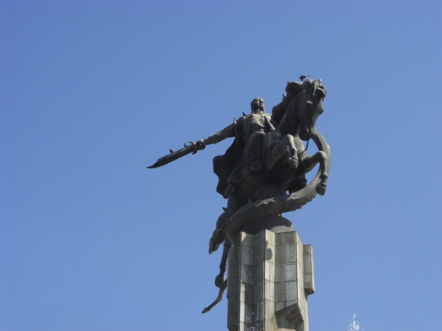 Pomnik Manasa w Biszkeku. Zdjęcie autorstwa Joli