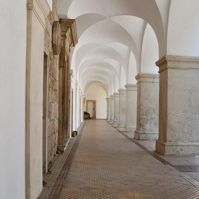 Te drzwi na kocu kusz a przecie to klasztor Cysterswhellip