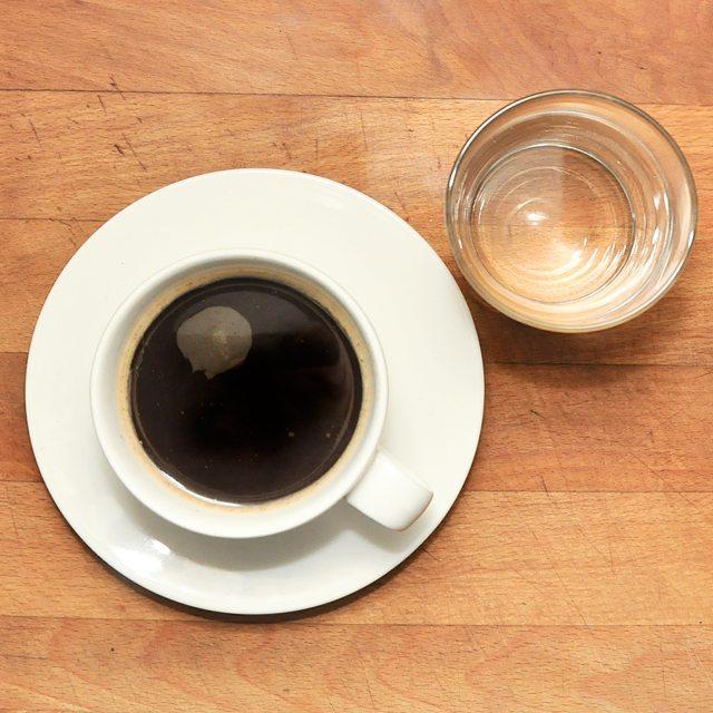 Czas na kaw! Podana jak naley po wiedesku ze szklaneczkhellip