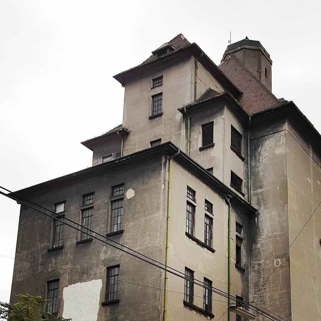 Stara siedziba Ankerbrot wyglada odrobin jak z horroru Zwaszcza tenhellip